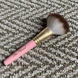 Too Faced teddy bear hair powder brush
